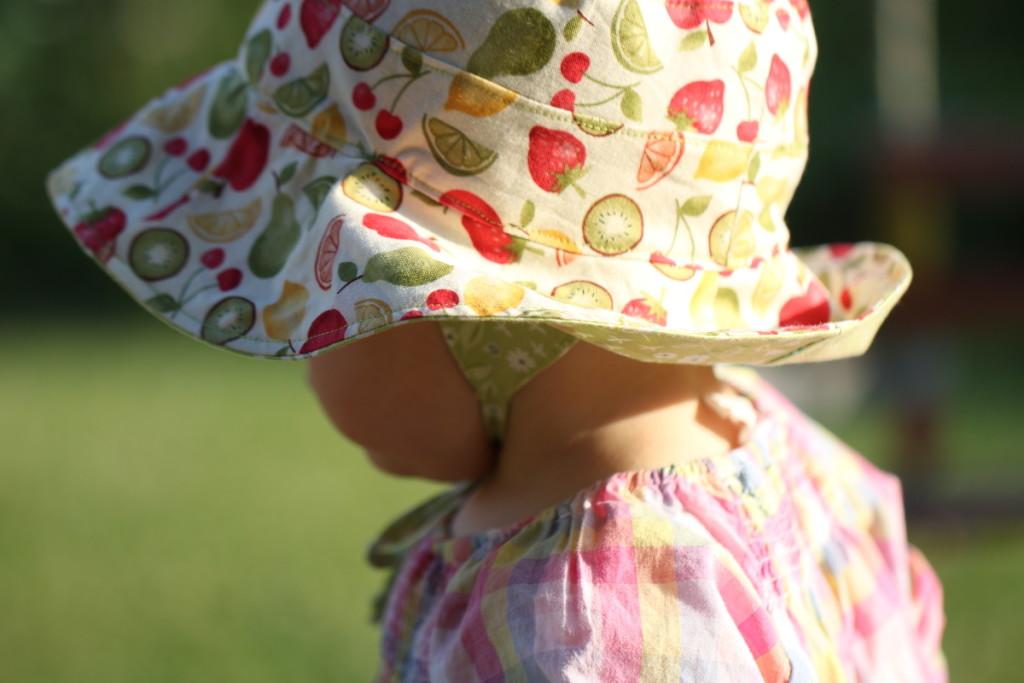 dětský klobouček na zavazování - jak ušít klobouk radí Budilka