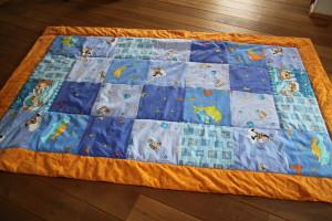 Hrací deka pro miminko, ušila Budilka