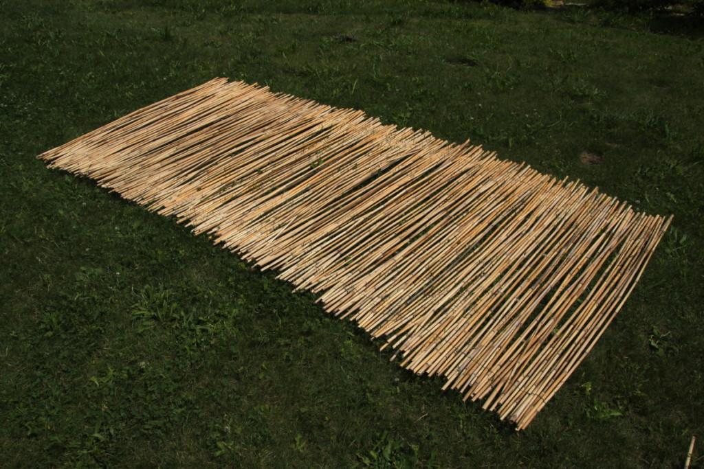 Levná rákosová zástěna vyrobená doma - Budilka zahradničí