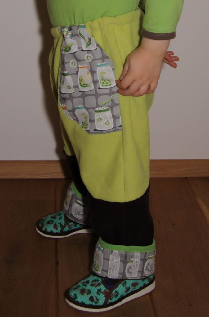 Rostoucí kalhoty z flísu - Budilka šije