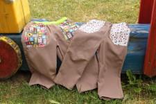 Sourozenecké kalhoty z košiloviny ušila Budilka