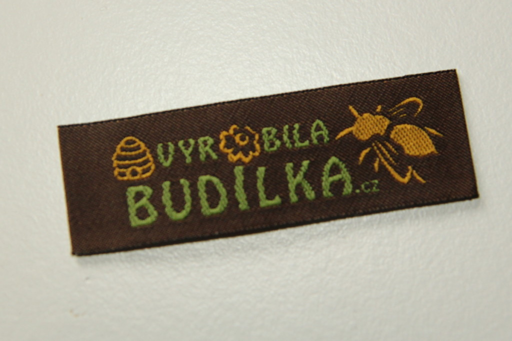 Tkané našívací etikety na vlastní výtvory - Budilka