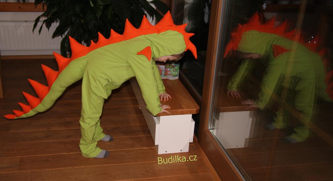 Doma ušitý karnevalový kostým dinosaura - Budilka.cz