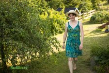 """Letní šaty """"The new Chic"""" podle Ottobre - Budilka.cz"""